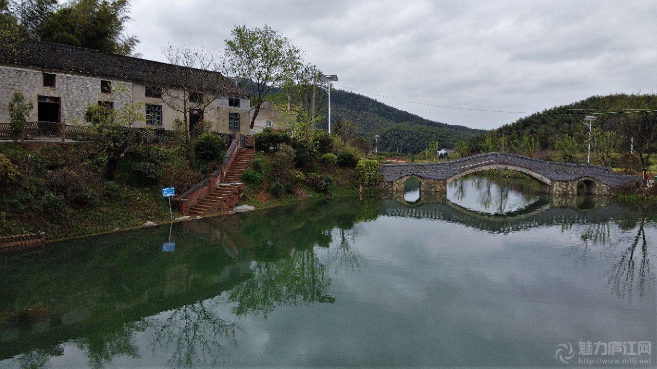 一个藏在深山里面很有特色的小村庄(石峡村蟹形村庄)